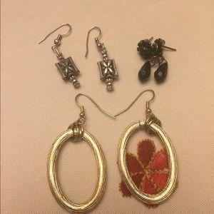 Random estate vintage earring lot
